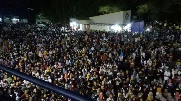 Ribuan Buruh Demo di Tengah Wabah Corona, Asal Mulanya Gaji Dipotong Pabrik Secara Sepihak
