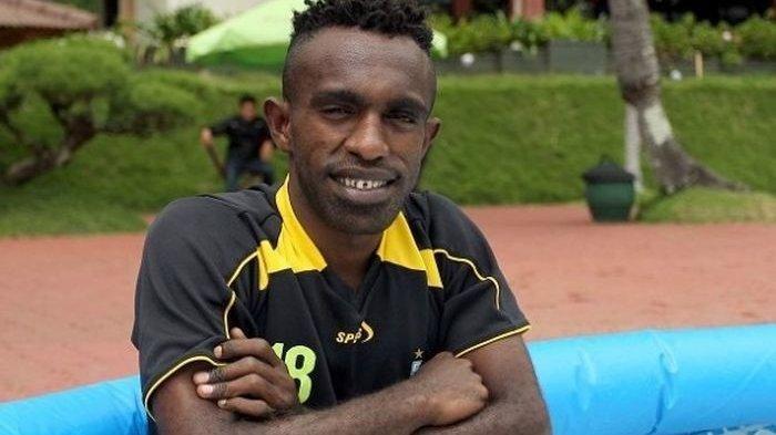 Ricky Kayame Dituntut Cepat Alirkan Gol: Mohon Dukungan Doa Untuk Kekuatan Mutiara Hitam