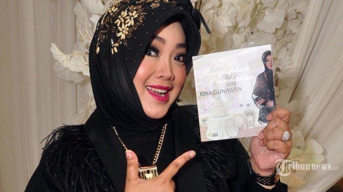 Rina Gunawan, pada acara peluncuran buku