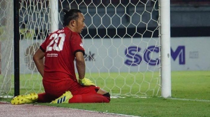 Gawangnya Kebobolan 4 Gol oleh Persipura, Kiper Persebaya Rivky Mokodompit Terancam Tergeser