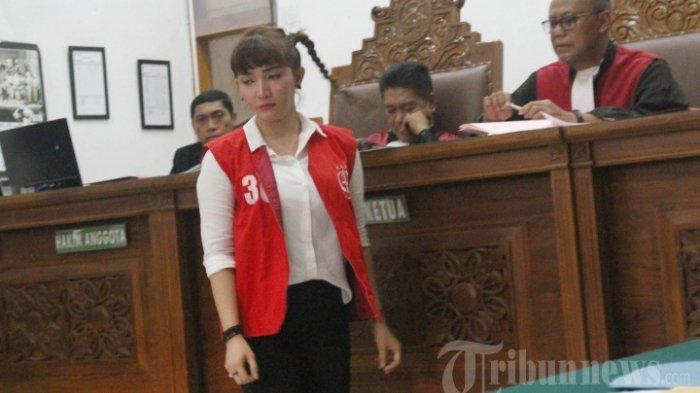 Kembali Datangi Pengadilan, Begini Foto-foto Penampilan Roro Fitria setelah 7 Bulan Hidup di Penjara