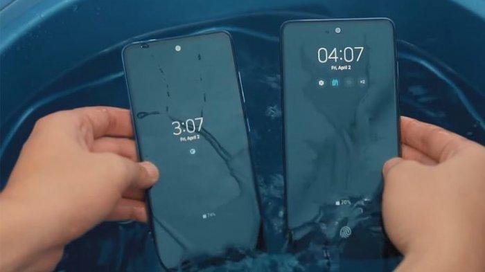 Salah satu kesamaan Galaxy A72 dan Galaxy A52 adalah keduanya anti air dan debu dengan sertifikasi IP67