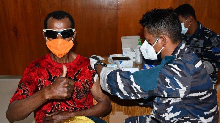 Lantamal X Jayapura Laksanakan Vaksinasi secara Door To Door