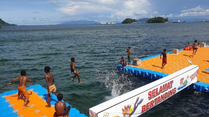Anak Papua Bersalto Ria di Venue Renang Perairan PON XX Papua: Kami Juga Mau Jadi Atlet