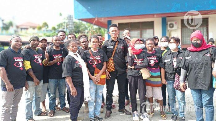 Saat Ketua DPW Relawan Sahabat Ganjar Papua Barat, Ponsianus Silubun dan sejumlah relawan gelar deklarasi diri sebagai Sahabat Ganjar.