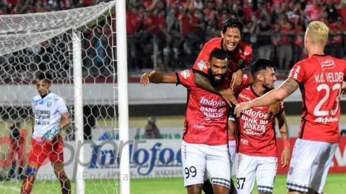 Selebrasi saat berseragam Bali United, Sylvano Comvalius seusai membobol gawang Arema FC pada pertandingan