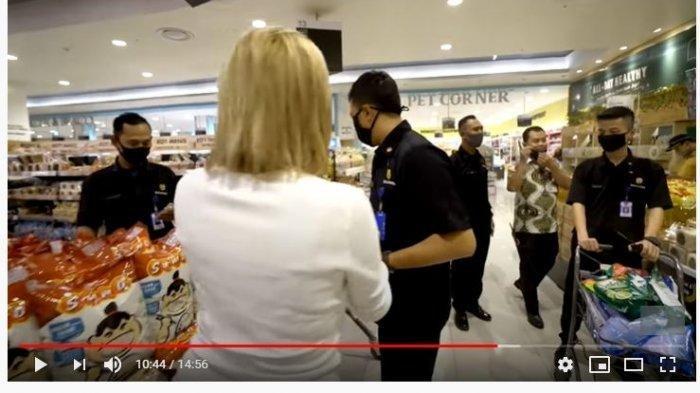 Nikita 'Dikawal' Security saat Belanja di Supermarket: Jantung Gue Sakit, Si Bapak Bikin Deg-degan