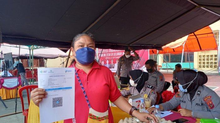 Warga Kota Jayapura Antusias Dapat Sembako Gratis Usai Vaksin di Polda Papua