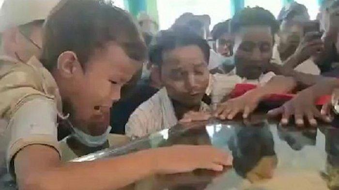 Temannya Ditembak Mati Aparat Myanmar saat Berlari Bergandengan Tangan, Bocah Ini Menangis Pilu