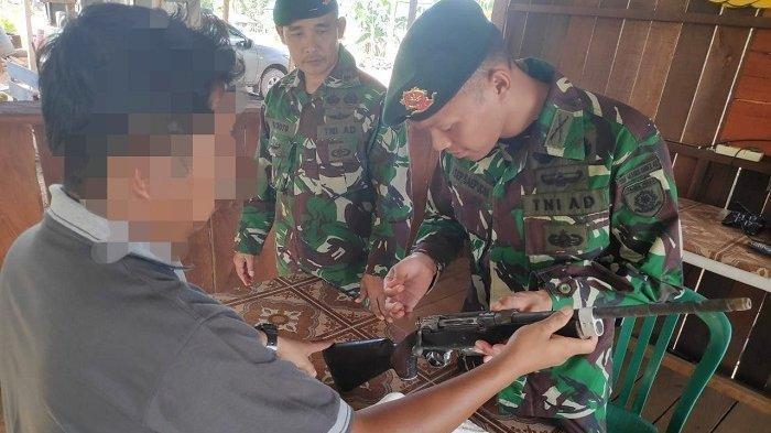 Seorang Sopir Taksi Serahkan Senjata Laras Panjang Miliknya ke Pasukan Perbatasan RI-Papua Nugini