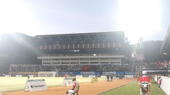 Final Sepak Bola PON Papua Vs Aceh : Suporter Tampilkan Koreo Khusus, Penonton Membludak