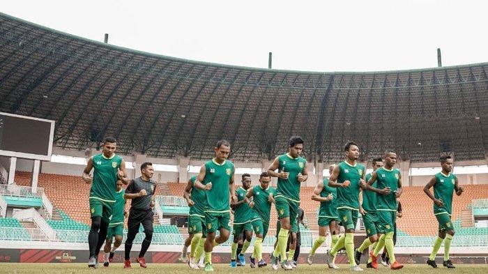 Jelang Hadapi Persipura, Pelatih Persebaya Desak PSSI Pulangkan Pemain dari Timnas Indonesia