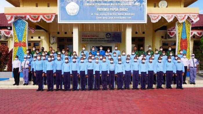 2 Siswa SMA Taruna Nusantara Magelang Kunjungi SMA Taruna Kasuari Nusantara Manokwari