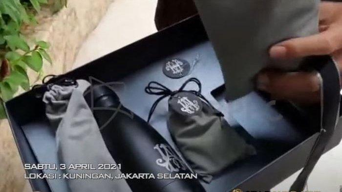 Souvenir pernikahan Atta Halilintar dan Aurel Hermansyah
