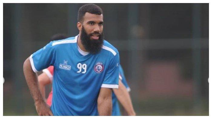 Arema FC Ungkap Alasan Pinjamkan Sylvano Comvalius dan Arthur Cunha ke Persipura Jayapura