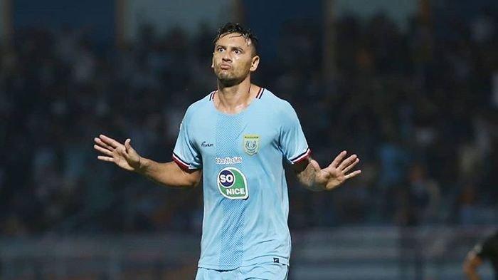 striker-persela-lamongan-alex-dos-santos-goncalves.jpg