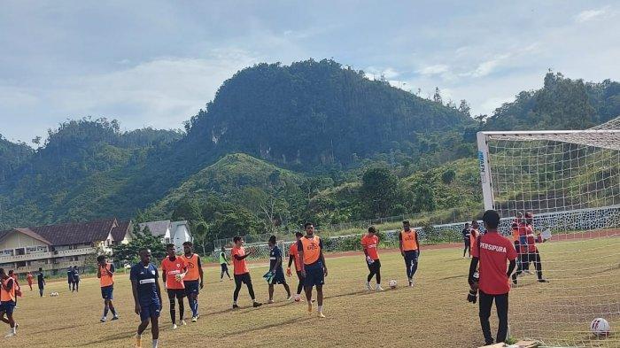 Suasana latihan Persipura di Jayapura