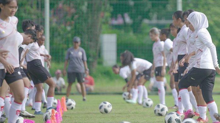 Timnas Wanita Indonesia Tundukkan Arema FC 4-0 dalam Uji Coba