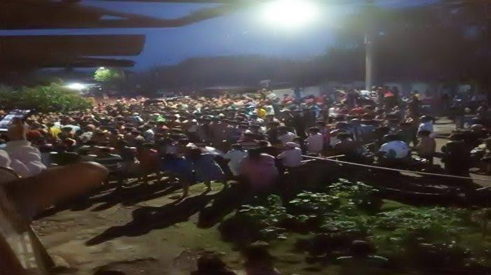 Massa Kepung Rampok Bersenjata yang Sandera Warga di Sumsel, Polisi Lepas Tembakan Peringatan