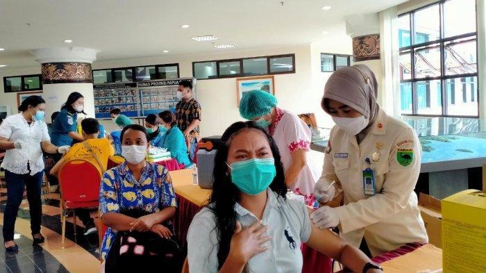 750 ASN dan Masyarakat Ikut Vaksin, Kadinkes Papua Barat: Yang Datang Lebih, Tetap Dilayani