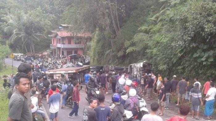 Detik-detik Truk Kontainer Tabrak Truk yang Angkut Puluhan Santri, Satu Orang Tewas di TKP