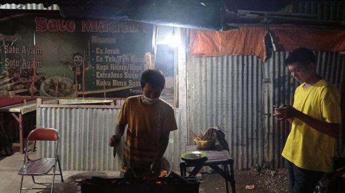 Subhan Penjual Sate di Manokwari, antara Mencari Nafkah dan Patuhi PPKM
