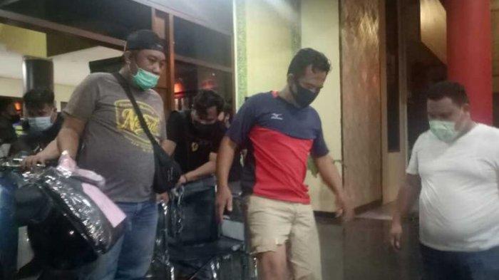 Suhartono (38), pecatan TNI, dalang penculikan anak berusia 4 tahun saat berada di Polrestabes Palembang, Sabtu (21/2/2021). Kasus penculikan anak 4 tahun di Palembang viral setelah diunggah di media sosial.