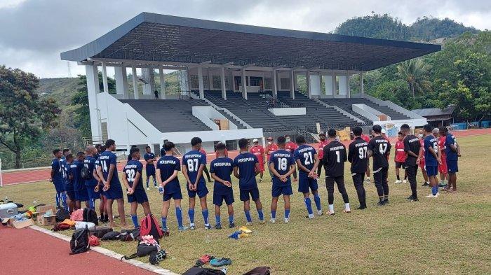 Susana tim Persipura Jayapura melakukan latihan di lapangan Mahacandera Uncen, Selasa (23/3/2021)
