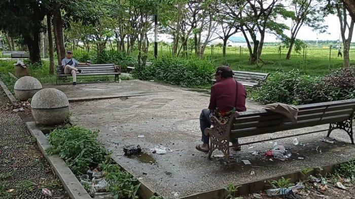 Pengunjung Keluhkan Sampah Berhamburan di Taman Sorong City