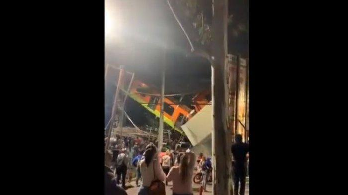 Video Detik-detik Kereta Jatuh dari Jembatan Layang di Tengah Kota, 15 Orang Tewas