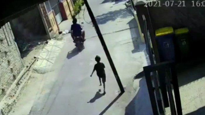 Numpang Wifi di Depan Rumah Tetangga untuk Kirim PR, Ponsel Bocah SD Dijambret Pria Naik Motor
