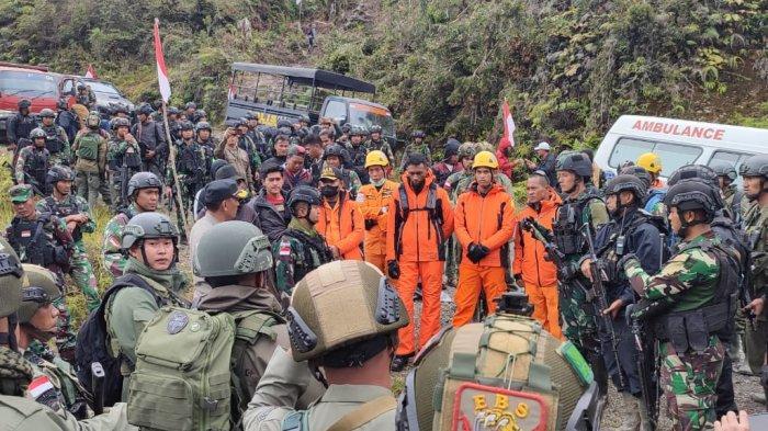 Kondisi Cuaca dan Geografis Jadi Kendala Evakuasi 3 Jenazah Crew Pesawat Jatuh di Papua
