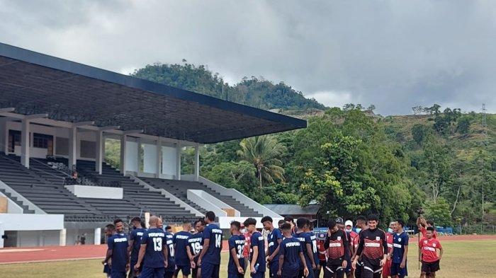 Tim Persipura Jayapura setelah melakukan latihan di Lapangan Mahacandera Uncen
