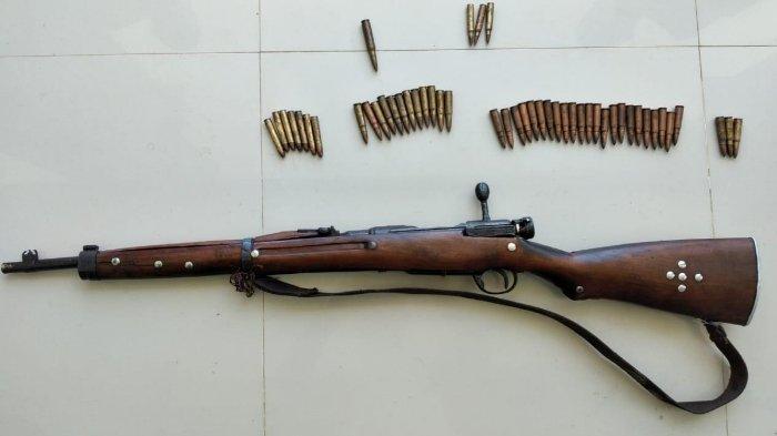 TNI mendapatkan sebuah senapan serta 49 butir amunisinya di Sorong Selatan, Papua Barat, pada Jumat (12/6/2021).