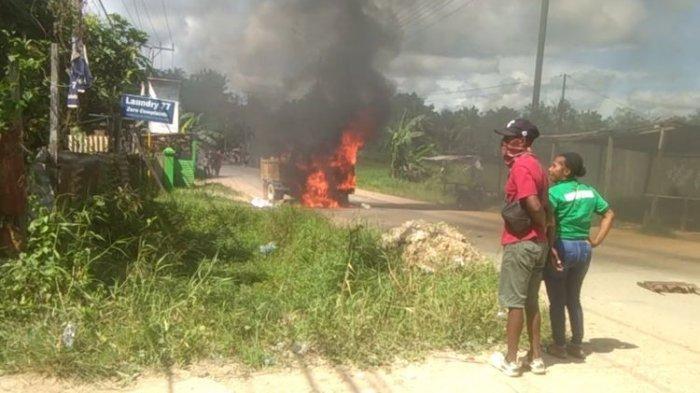 Tabrak Pengendara Motor hingga Tewas, Sebuah Truk di Sorong Dibakar Massa