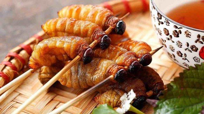 8 Kuliner Ekstrem di Indonesia, Sate Buaya hingga Ulat Sagu Khas Papua