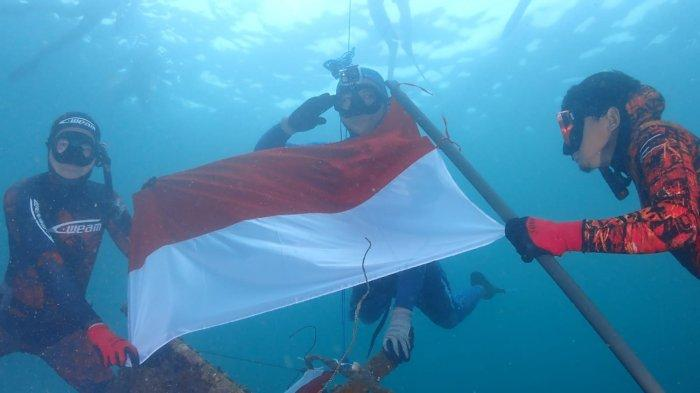 Menjelang HUT RI, Jayapura Freedive Kibarkan Merah Putih di Bawah Laut Teluk Humbold Papua