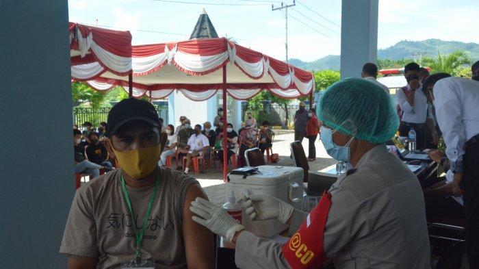 Dukung Pemerintah dan PON, Polda Papua Gandeng BPOM Gelar Vaksinasi Presisi Kepada Warga