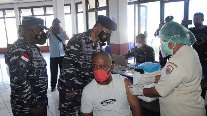 Cegah Terpapar Covid 19, Warga Biak Ramai-ramai Vaksin Gratis dari TNI Angkatan Laut