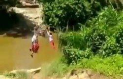 Fakta Video Viral 3 Bocah SD Bergelantungan Seberangi Sungai, Disebut Sengaja sedang Bermain