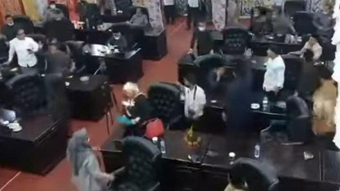Fakta Viral Video Rapat DPRD Sumbar Nyaris Baku Hantam, Berawal dari Mosi Tidak Percaya
