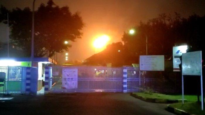 Viral Video Semburan Api Mirip Kebarakan di Langit Cikarang, Polisi dan Pertamina Beri Penjelasan