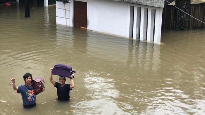 Bingung Ungsikan Keluarganya yang Terjebak Banjir, Rian D'MASIV: Enggak Ada Perahu Karet Juga