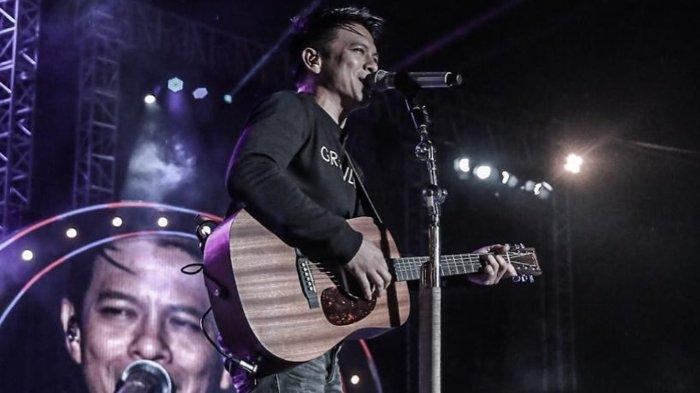 Kunci (Chord) Gitar dan Lirik Semua Tentang Kita - Peterpan, Teringat di saat Kita Tertawa Bersama