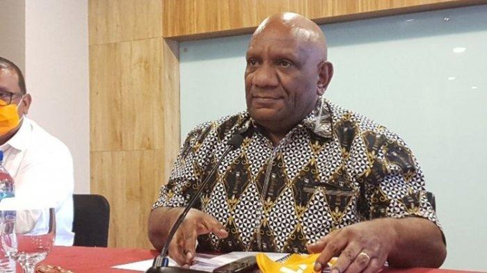 Jenazah Wagub Papua Klemen Tinal Dimakamkan secara Militer di Mimika