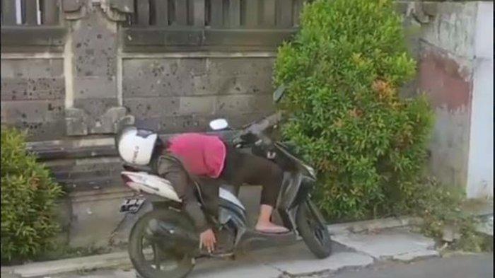 Wanita Pingsan di Atas Motor hingga Buat Warga Tak Berani Mendekat, Ternyata karena Telat Makan