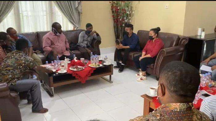 Stafsus Presiden RI, Billy Mambrasar Ajak BP dan Genting Oil ke Rumah Negara Teluk Bintuni