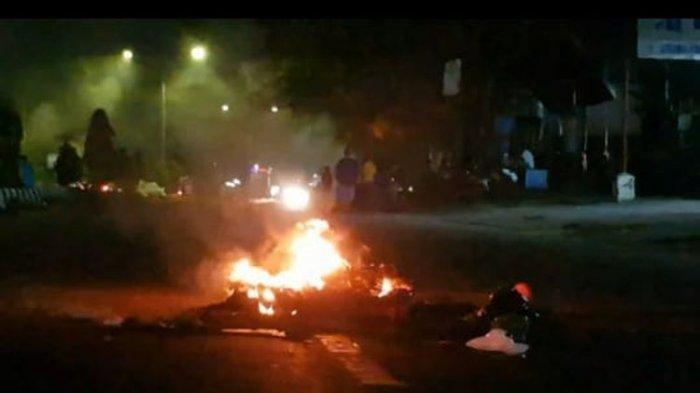 Curiga Remaja Korban Kecelakaan Meninggal karena Dianiaya, Warga Blokade Jalan Sorong Papua Barat
