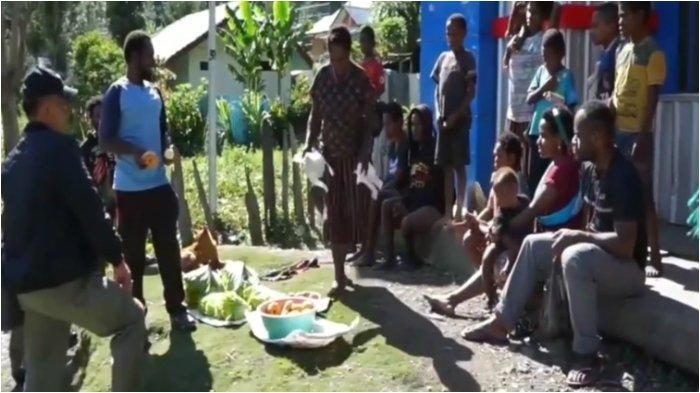 Warga di Kampung Beoga, Kabupaten Puncak, Papua kini bisa tersenyum kembali setelah rentetan teror yang dilakuakn Kelompok Kriminal Bersenjata (KKB).