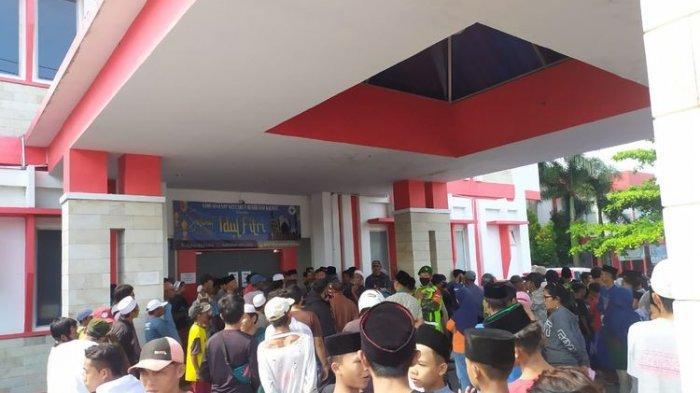Viral Video Warga Geruduk RS, Tak Terima Kepala Dusun yang Meninggal Dinyatakan Kena Covid-19